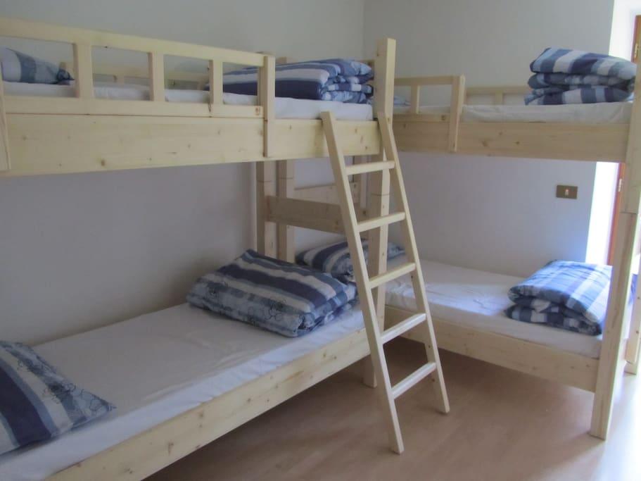 abbiamo 6 camere con 4 posti letto ciascuna
