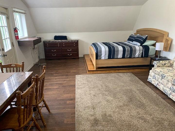 Mackinaw Getaway open 4/1/ 2021 until oct 31  2021