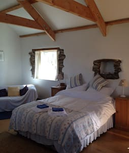 The Hayloft - large/studio bedroom - Veryan - Dom