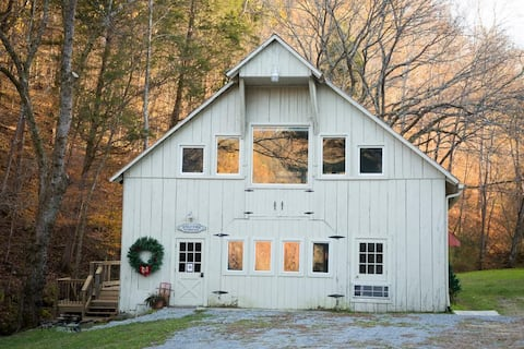 The Barn at the Farm-Social Isolation at its best!