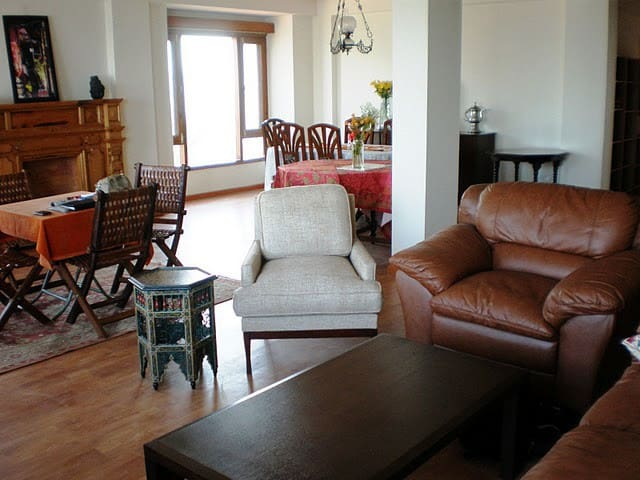 Lavishly furnished 3 Bedroom flat with easy access