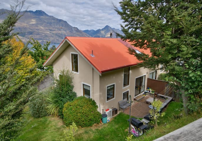 Double room in house with a view and close to town