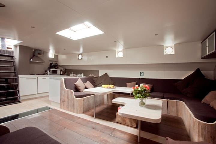 Lounge Sailboat near Amsterdam C- S  4-14 persons