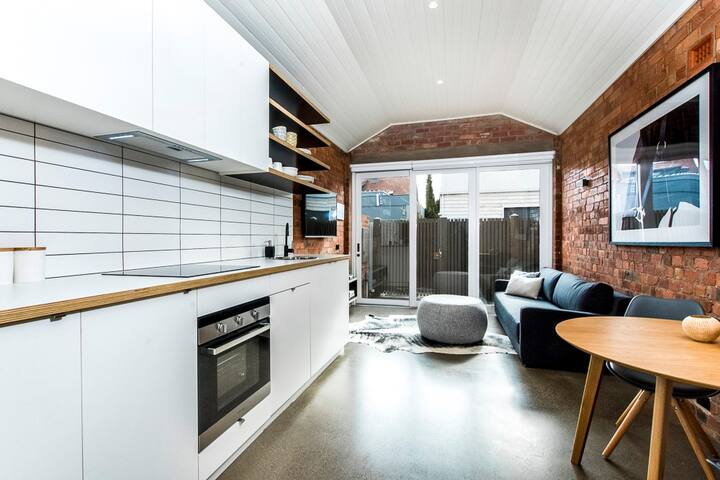 Renovated Waterfront Warehouse. - Geelong - House