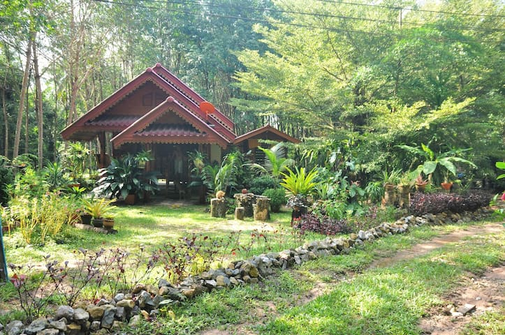 Thung Kha, Chumphon: Homestay, 1 to 4 people.
