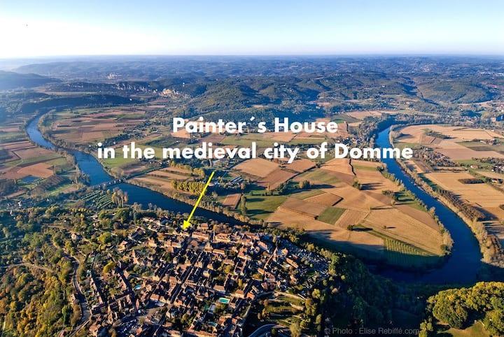 """""""La Maison du Peintre"""" in the center top of Domme"""