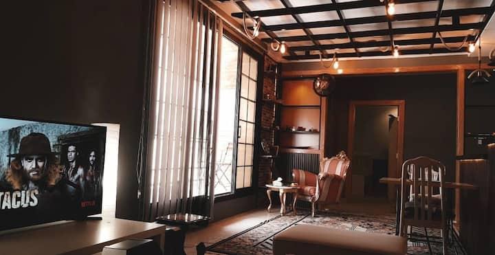 Industrial studio flat + Warm wooden balcony