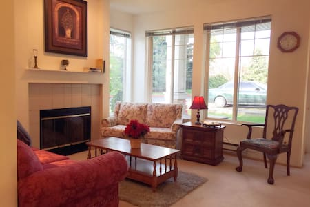 happy house near seattle airport(new,cost perfect) - Kent - Villa