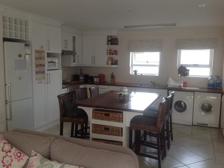 Plettenberg Bay ★ Centrally Located Apartment