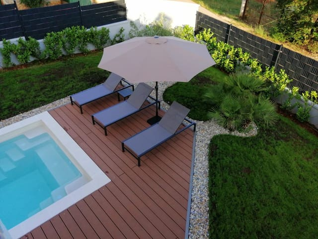 Villa Marisa with heated pool -Corona free region!