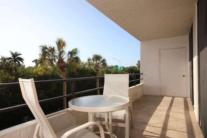 Rent this Luxury 5 Star Apartment on The Anchorage, Siesta Key Apartment 1005