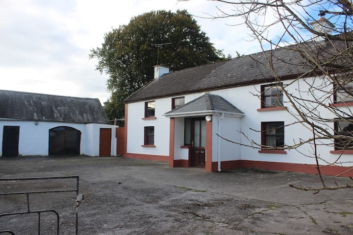 Dormer 4 bedroom Old Irish Country Farmhouse.