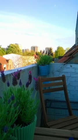 Hyggelig 3-værelses lejlighed med altan - København - Apartment