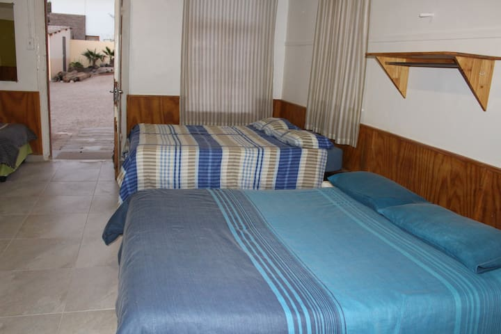 Hostel - Large private Room with shared Bathroom
