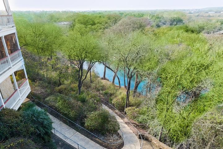 Tucked away on the Guadalupe river,Condo in GRUENE