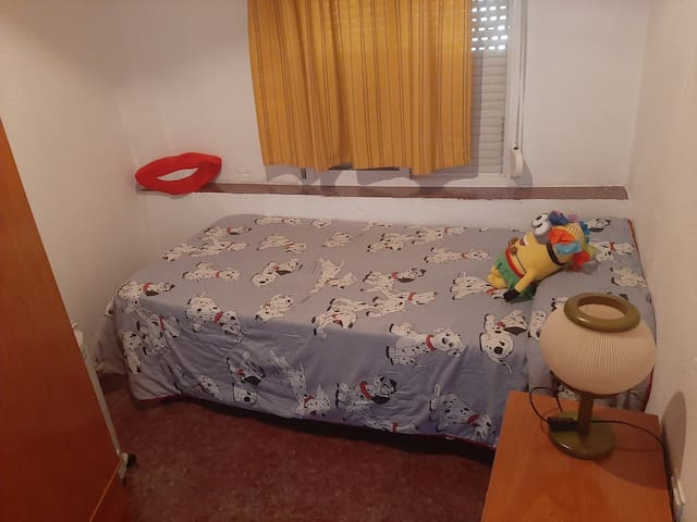Alquilo habitación en el centro de huesca