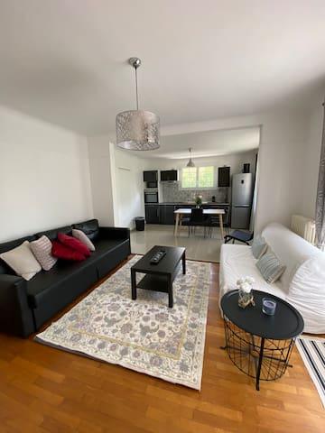 Grand  appartement avec jardin pour votre été