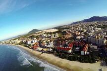 Praia e bairro Ingleses