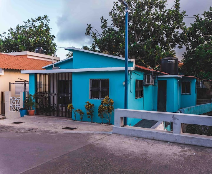 Lovely blue house in the heart of Cabrera!