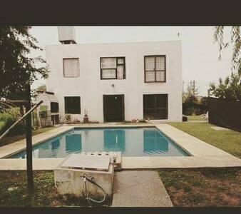 Alquiler Temporario Quintas Roldan - Roldán - บ้าน