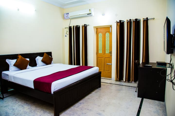 Fully serviced room in Banjara hills