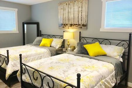 Stylish Private Suite Close to Downtown & Hospital