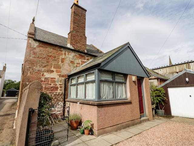 BAKERY COTTAGE, pet friendly in Fettercairn, Ref 938291
