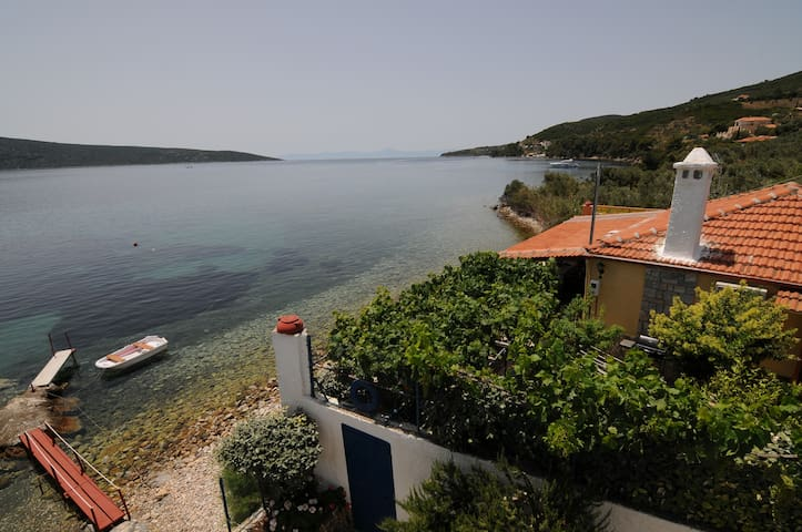 Own Beach n Boat Dock. Tavernas, Bar, Grocery 1km