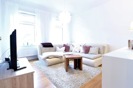 High-end Appartment in Winterhude - top Lage! - Hamburg - Flat