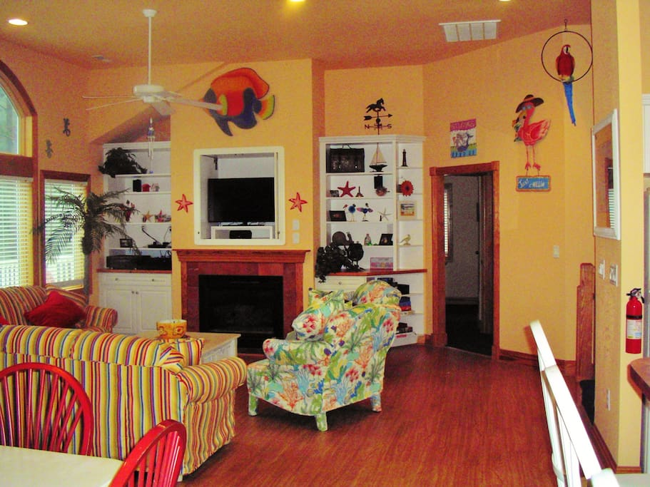 Decorated in Fun Caribbean Style. Family rm plus Rec rm plus Loft with card table.