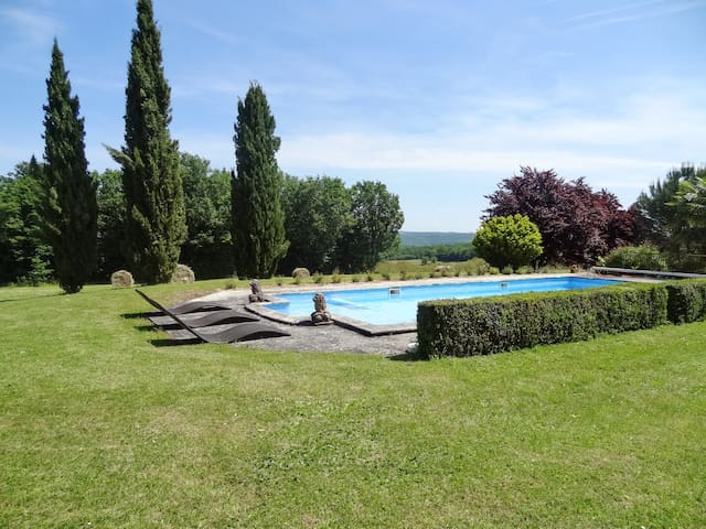 Spacious house w/ swimming pool - Saint-Amand-de-Coly - Huis