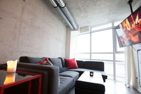 1 bedroom | cozy, unique modern loft | queen west - トロント