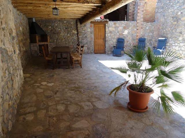 CASA MONTCORTES DEL PALLARS(Lleida)