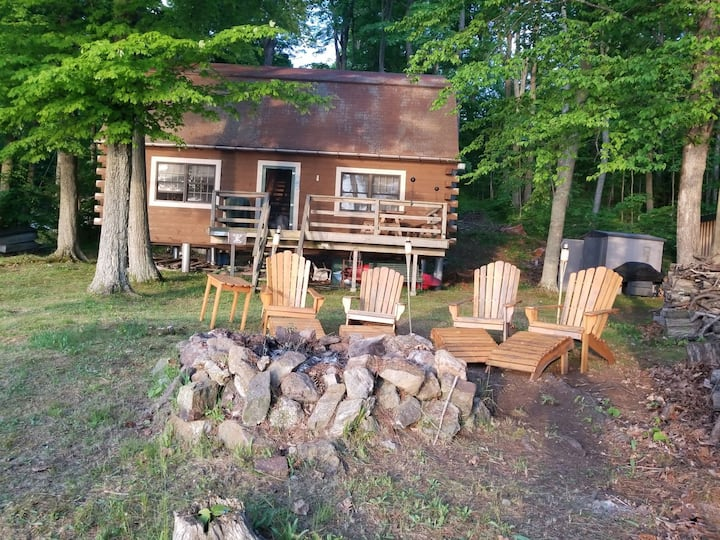 Rustic Lake Cabin with a View...fisherman's dream.
