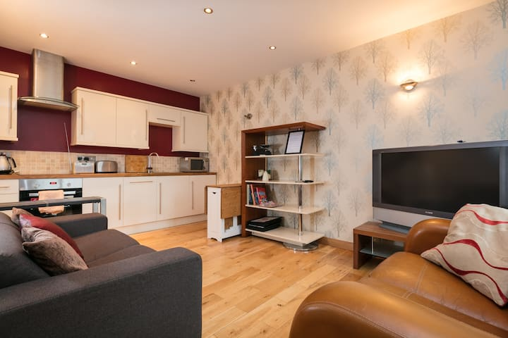 Self Contained Lodge-By The Park In Prestwich, Mcr
