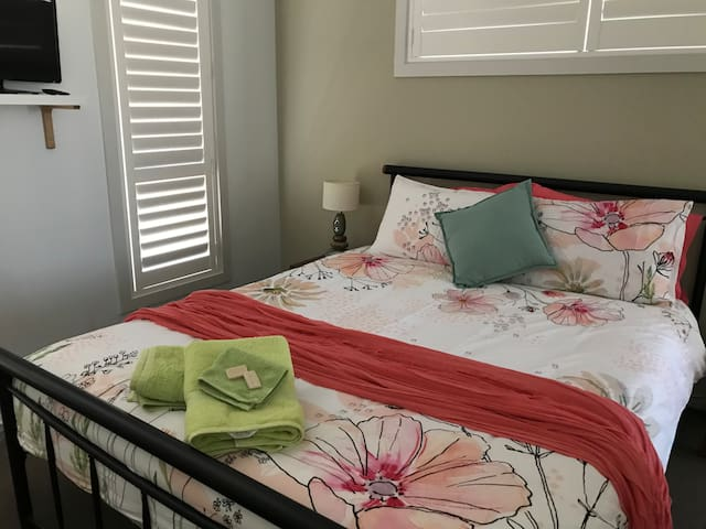 Queen bed .. Tv/ DVD in the room for your comfort.. air conditioned & fan