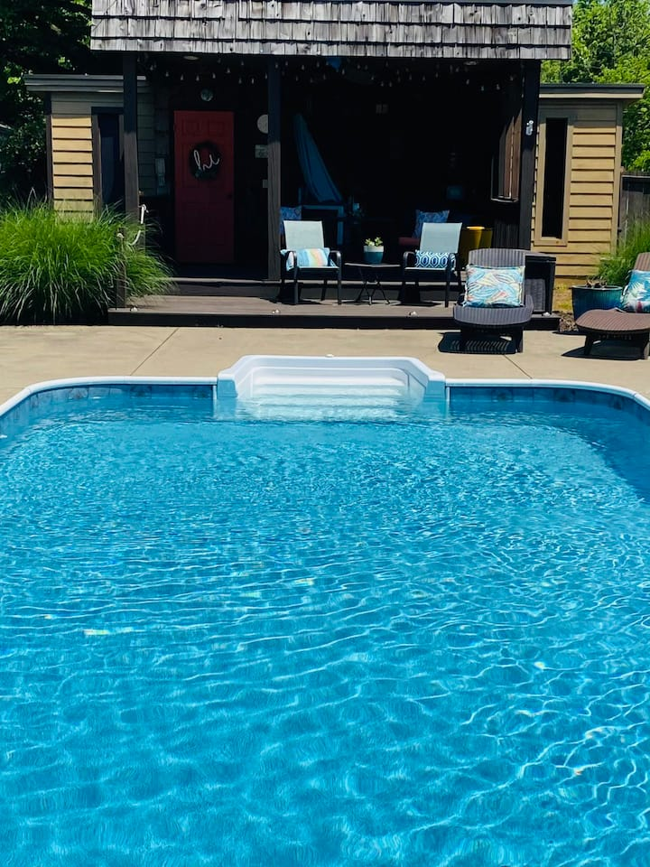 Family Friendly Pool House - Florence Alabama