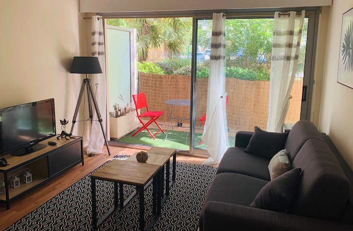 Seaside apartment with private parking and WIFI
