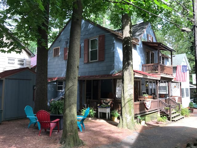 **NEW** Charming Shabby Chic Cottage w/Large Porch