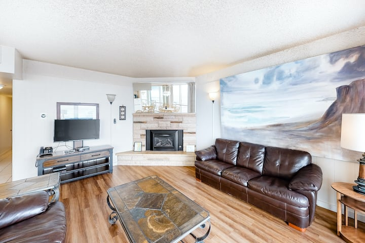 Beautiful oceanfront, dog-friendly condo w/ gorgeous view - steps to the beach!