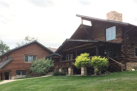 Rochester Luxury Log cabin Whispering Oaks Retreat
