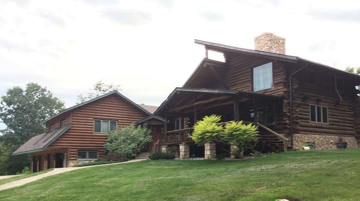 Rochester Luxury Log cabin Whispering Oaks Retreat