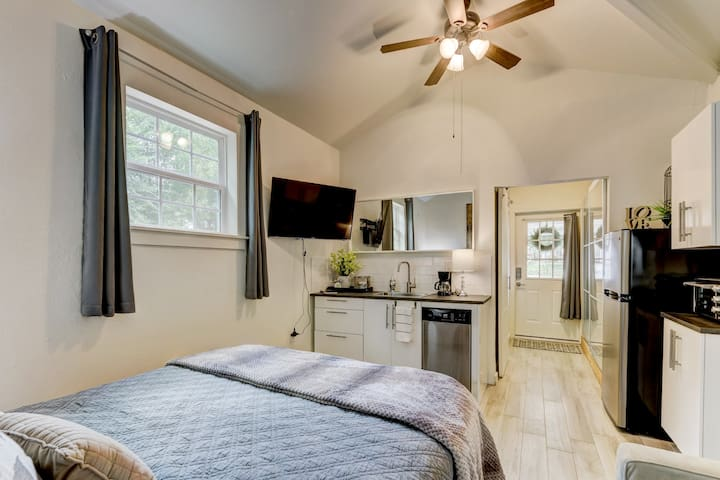 Beautiful New Studio Apartment at Benton Bungalow