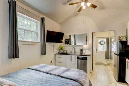 Stunning Studio Apartment at Benton Bungalow