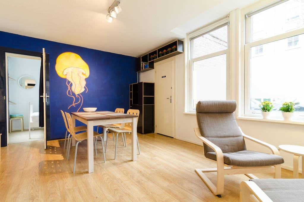 East centre apartment with courtyard garden appartements for Low cost apartments amsterdam
