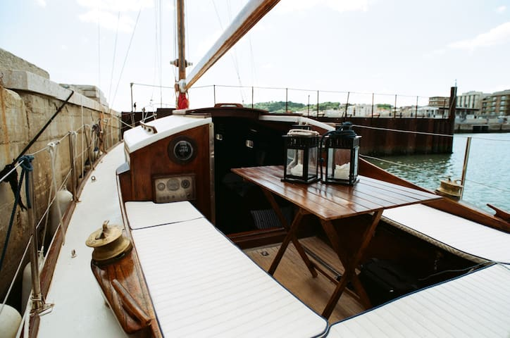 Charming classic boat in Cattolica Bay (Rimini) - Cattolica