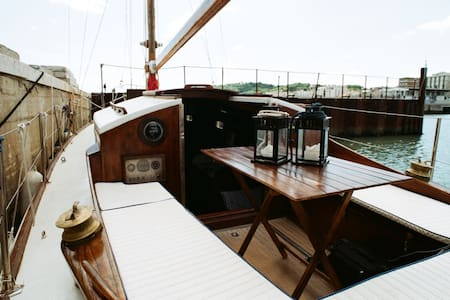 Charming classic yacht in Cattolica Bay (Rimini) - คัตโตลิกา