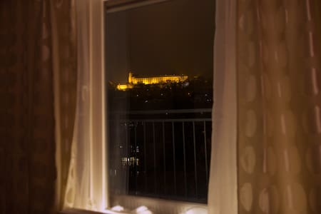 Glamorous Nest in the centre with a great view - Brno - Departamento