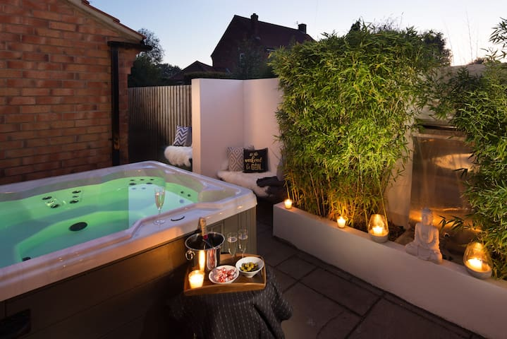 Perfect luxury property for special stays nr York
