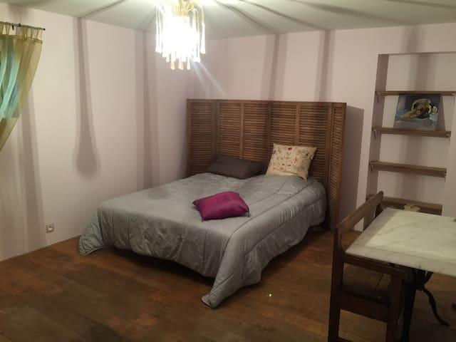 Chambre simple avec accès piscine - Adainville - Hus
